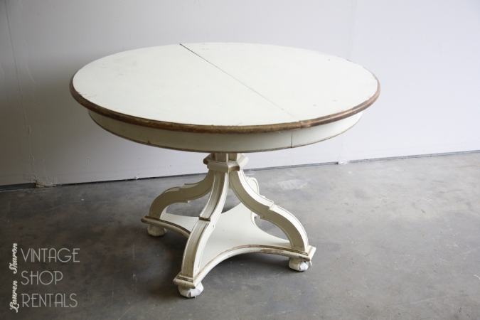 round sweetheart table